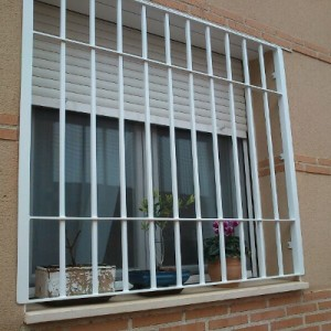 Reja Ventana 300x300 - Rejas